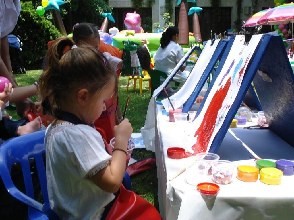 dzieci na warsztatach w klubowym centrum aktywności dzieci i młodzieży